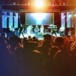 ambiente en el concierto del carnaval de verano de Herencia